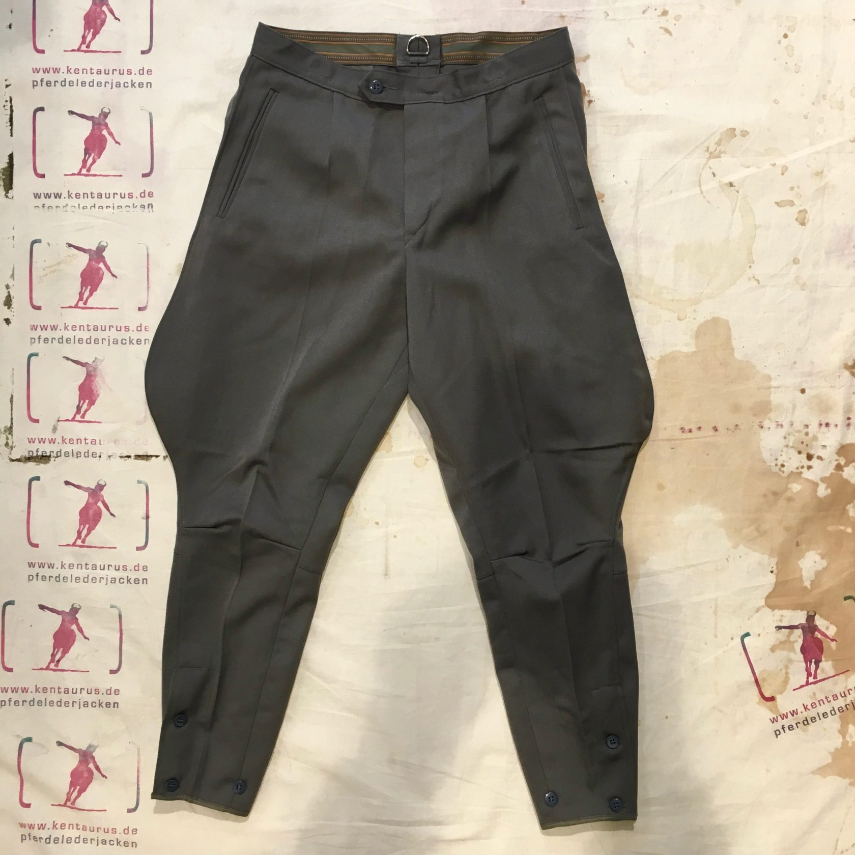 Magnafied breeches