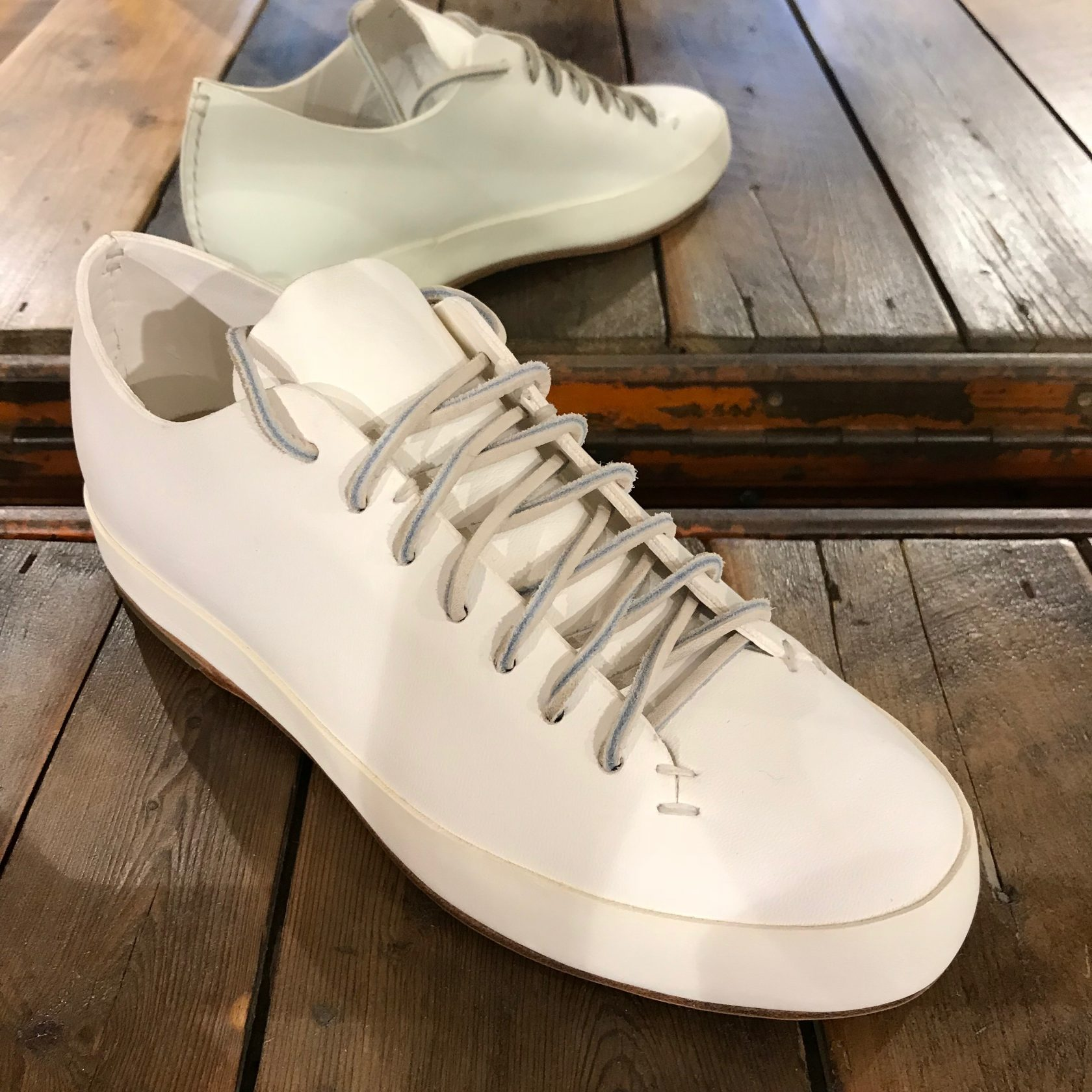 Feit handsewn low white